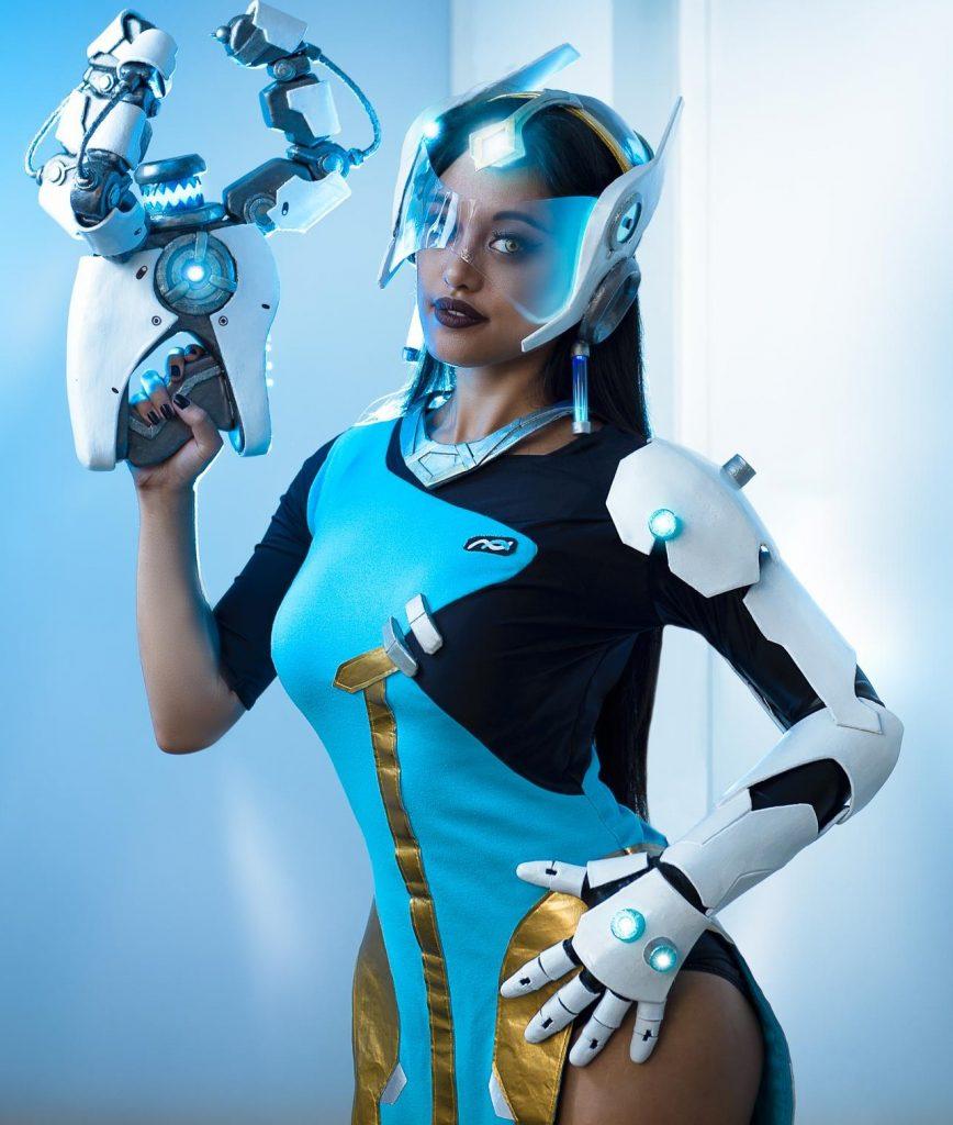 symmetra cosplay holding portal gun