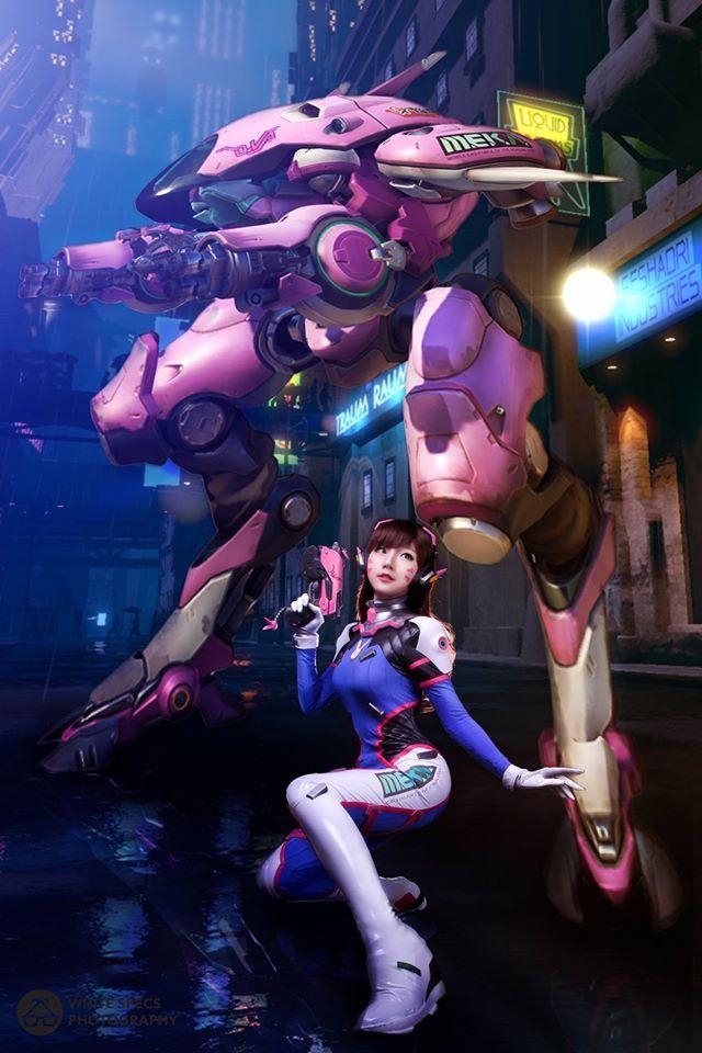 DVA cosplay with mech