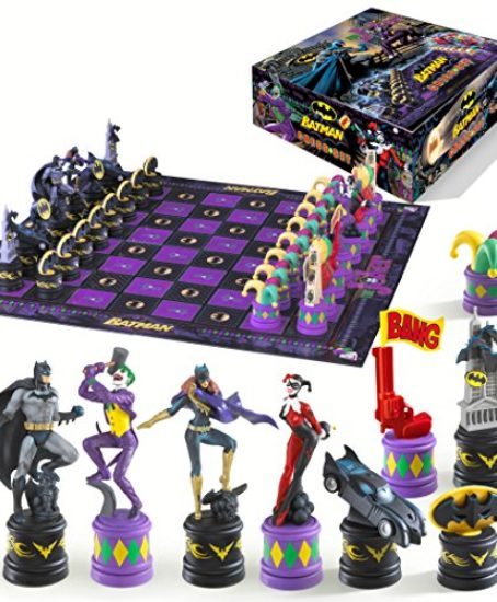 Batman-Dark-Knight-vs-The-Joker-Chess-Set-by-Noble-Collection-0