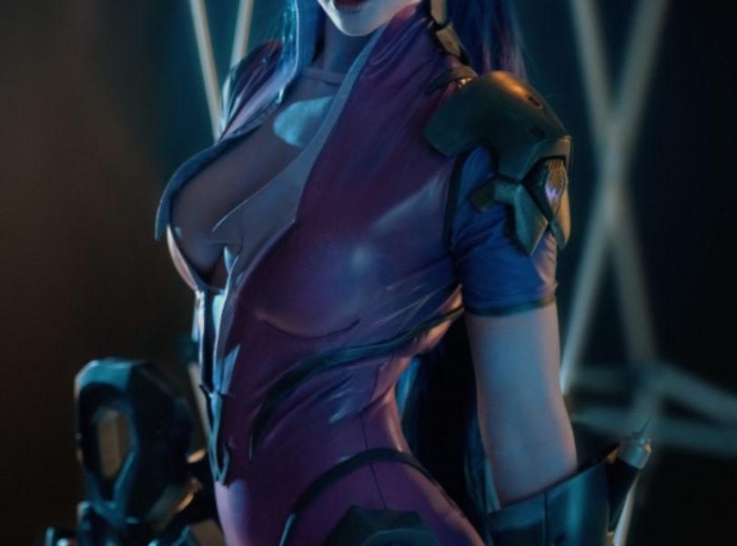 widowmaker cosplay holding gun