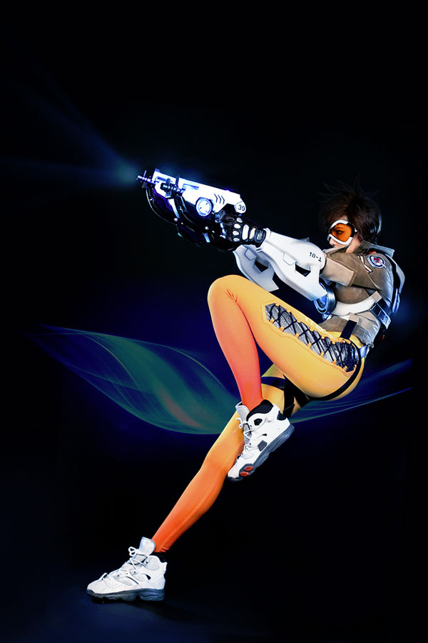 overwatch tracer cosplay sliding back