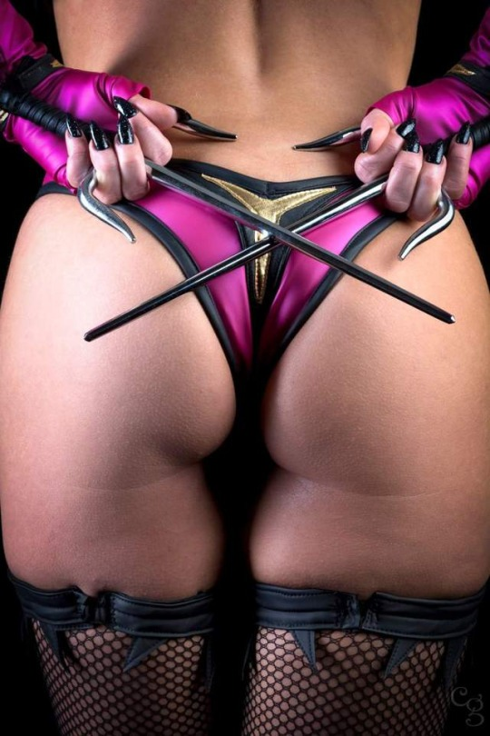 Mileena cosplay by ireland reid butt shot